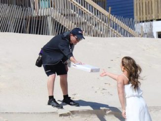 Delivery driver becomes hero of beach wedding