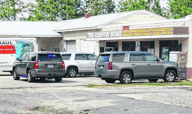 Foto kontribusi                                 Kendaraan ALE diparkir di luar The Country Store sebagai bagian dari penggerebekan mesin judi ilegal pada 30 Juli.