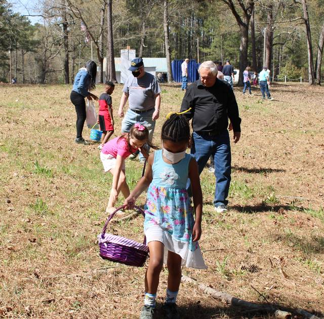 <p>Gavin Stone   Daily Journal</p>                                 <p>A group of children and their families gathered at the American Legion Post 147 clubhouse on Ledbetter Lake Sunday to hunt for Easter eggs.</p>