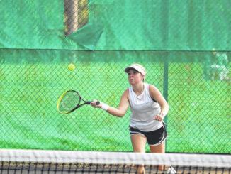 Roundup: Girls tennis, volleyball both notch wins